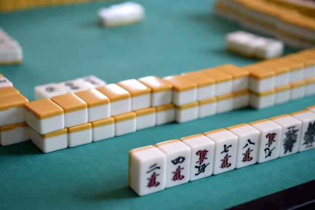 あなたはどっち?無料で遊べる麻雀アプリの演出はド派手派?シンプル派?