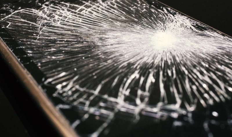 SIMフリースマホが壊れたらどうする?修理と保証の仕組みを解説