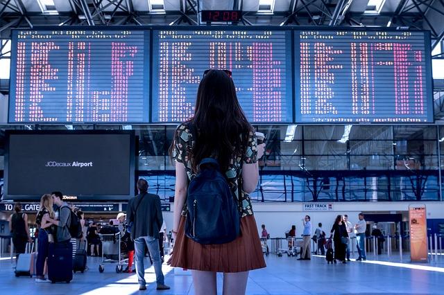 海外でスマホを使う方法|SIMフリー携帯を使う利点と注意点