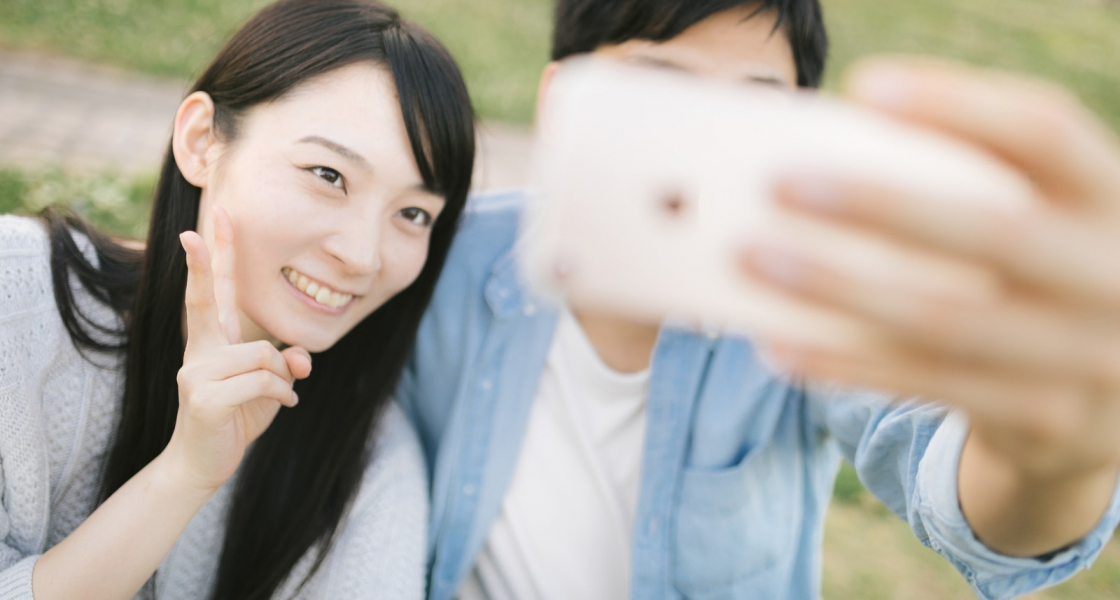 おすすめカメラアプリ|moru-自然に盛れる!|インカメラ性能が高いスマホも紹介