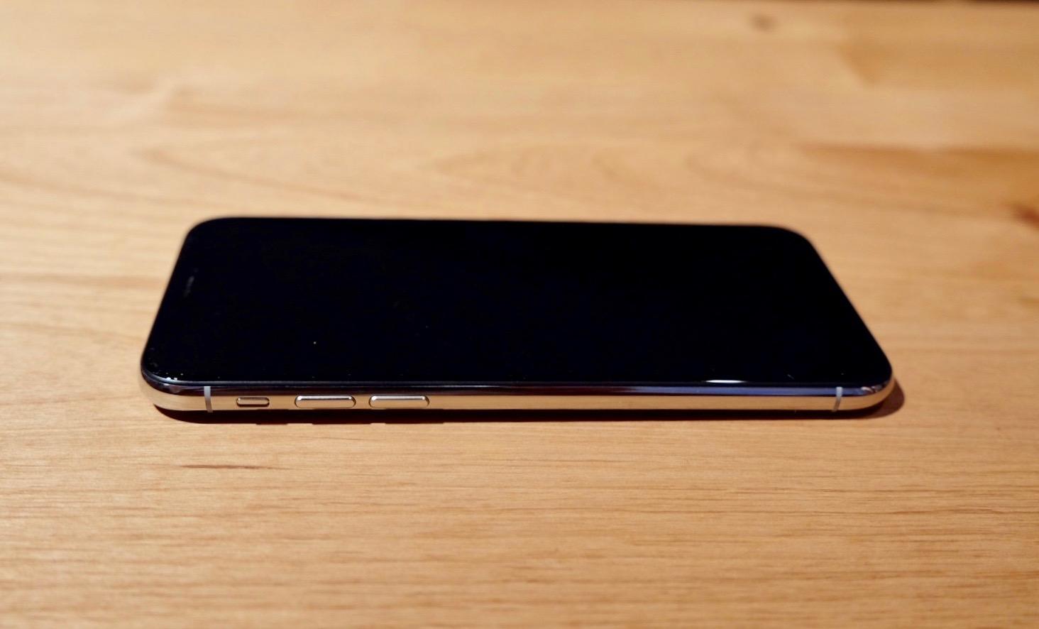iPhone XS レフトサイド