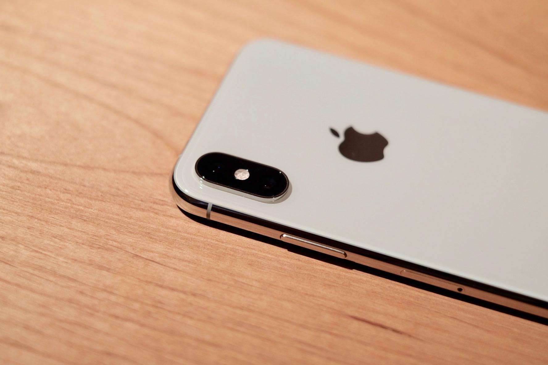 iPhone XSのバックパネル