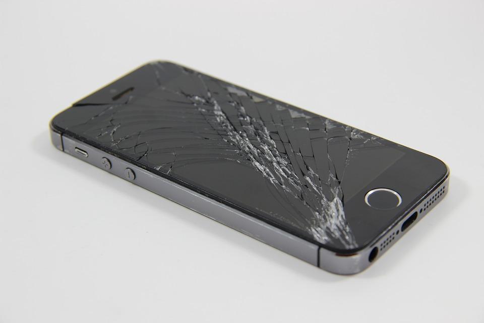 画面割れのiPhone