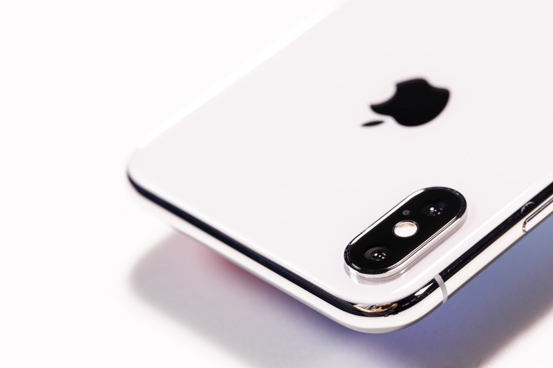 iPhone XSレビュー|最強スペックの最先端機種はデザインも最高