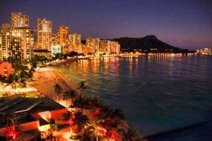 ハワイのホノルルの夜景
