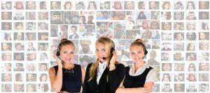 電話の受付をする女性たち