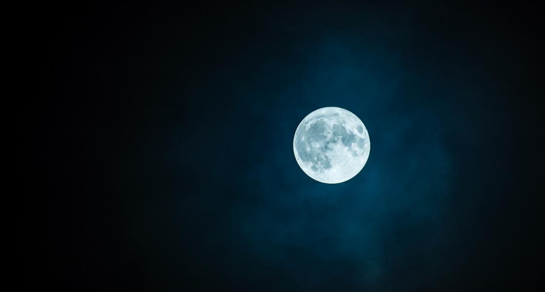 スマホで月を綺麗に撮影する方法|おすすめのカメラアプリはコレ!