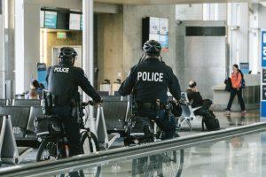 警ら中の警察官