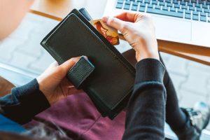 財布にクレジット