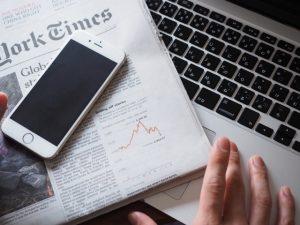 iPhoneと新聞