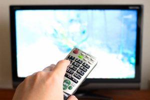 テレビ画面とリモコン