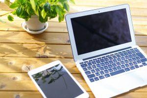 タブレットとノートパソコン