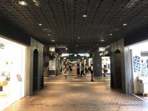 シーン3:新宿駅の地下街