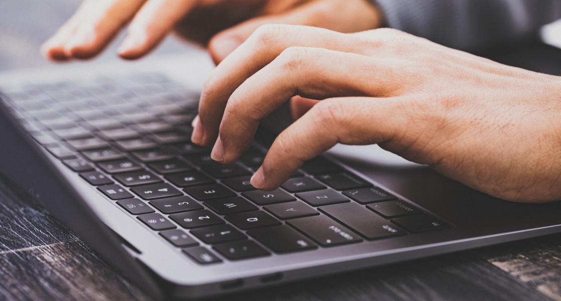 なぜPCはMacBook(マックブック)が選ばれるのか?ユーザーニーズを調査