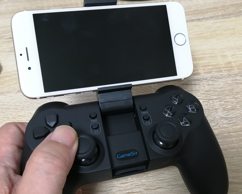 iPhoneとゲームコントローラー