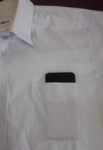 エルジースタイル2をワイシャツの胸ポケットにいれてみあ