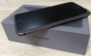 iPhone8と箱