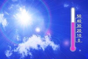 青空と気温計