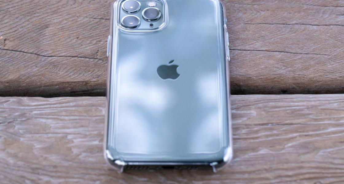 iPhoneのクリアケースでおすすめはコレ!透明の利点は写真を挟めること