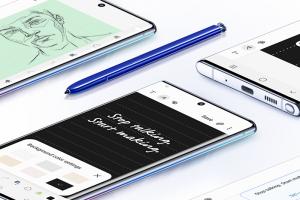 auから発売のGalaxy Note10+ SCV45端末とSペンの画像