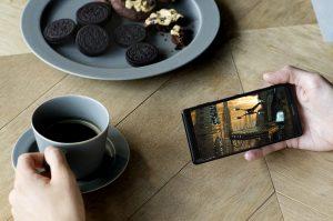 Xperia XZ2で動画を観ている画像