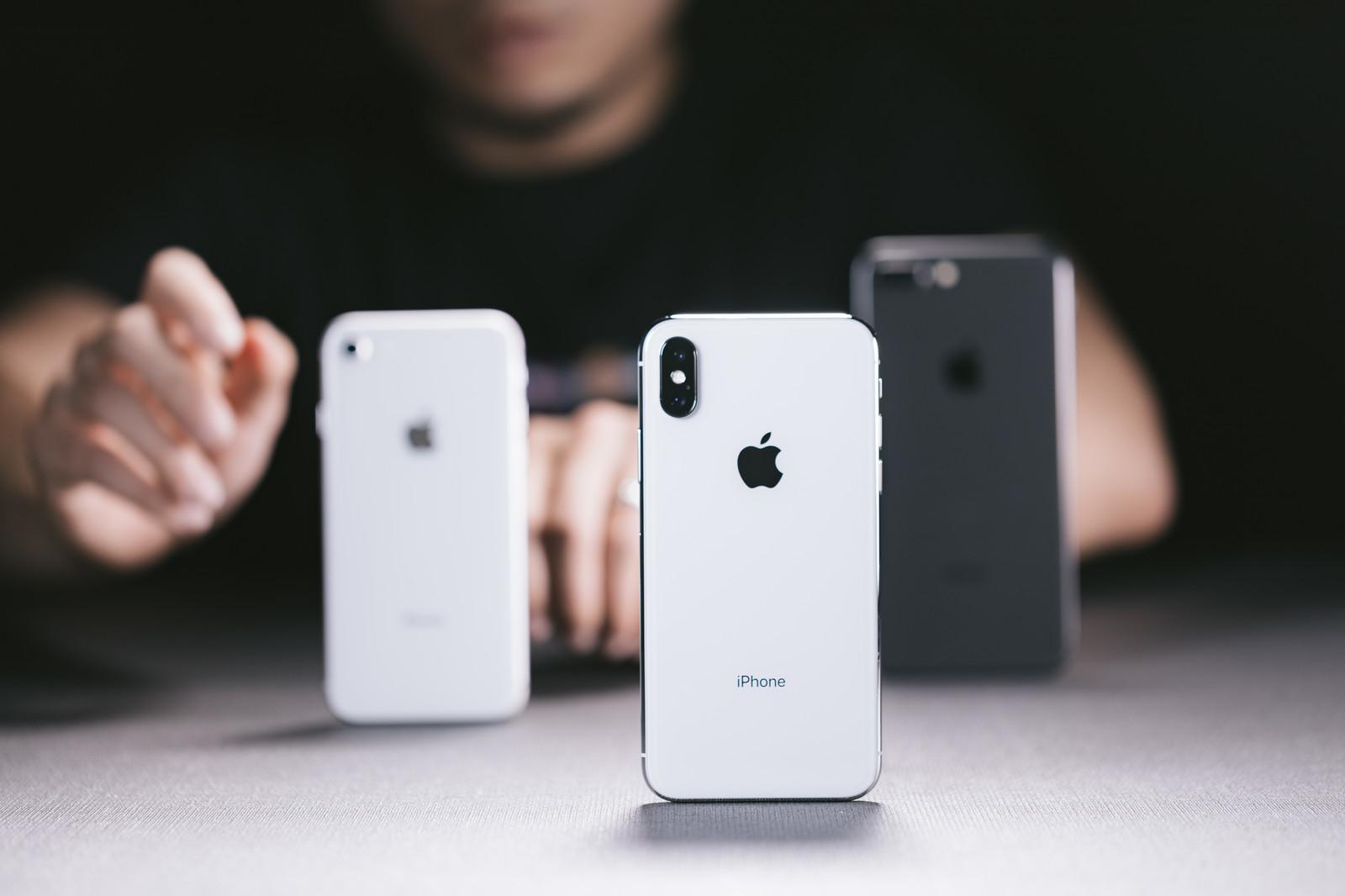 iPhone 8とXを比べる