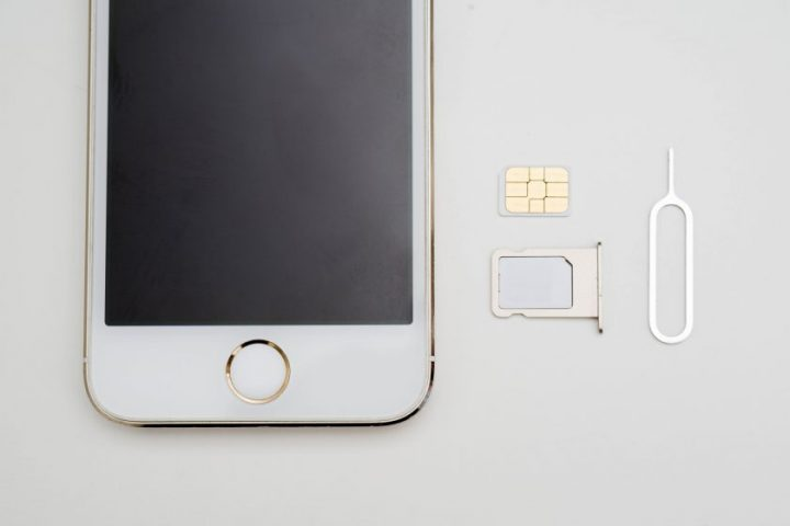 SIMカードとスマホ