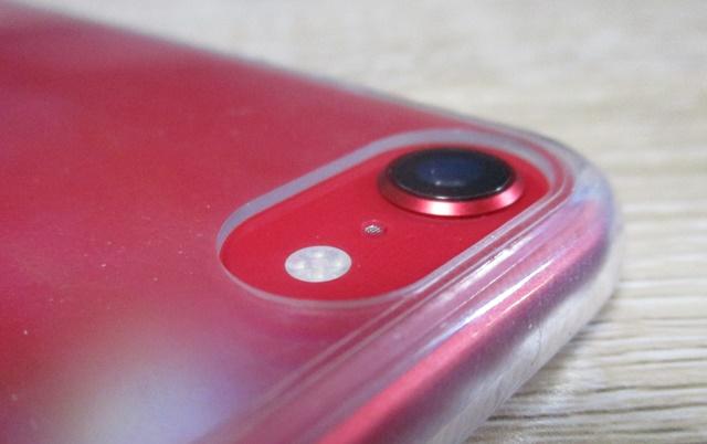 iPhone SEにiPhone 8のスマホケースをはめてみました