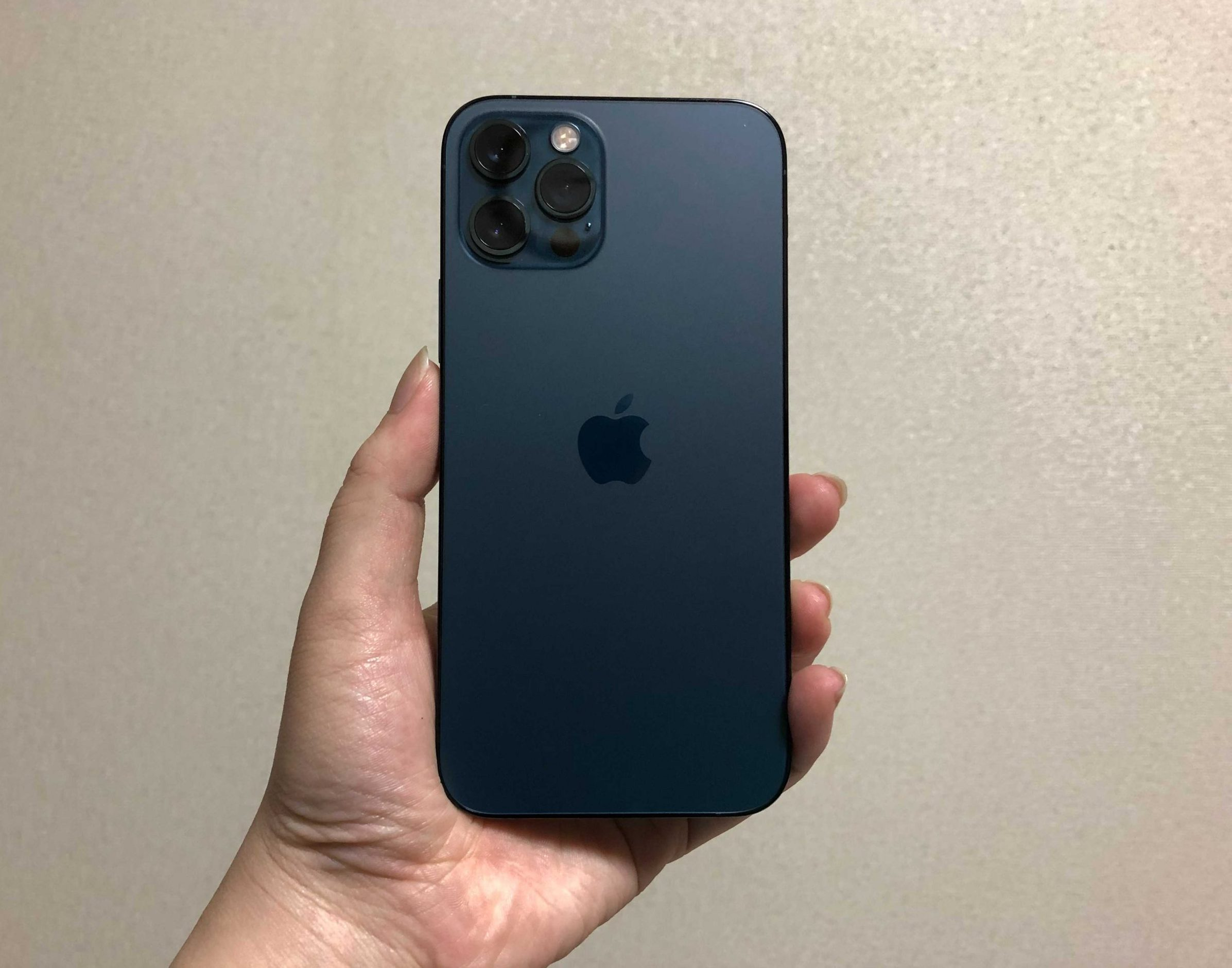 iPhone 12 Proのパシフィックブルー