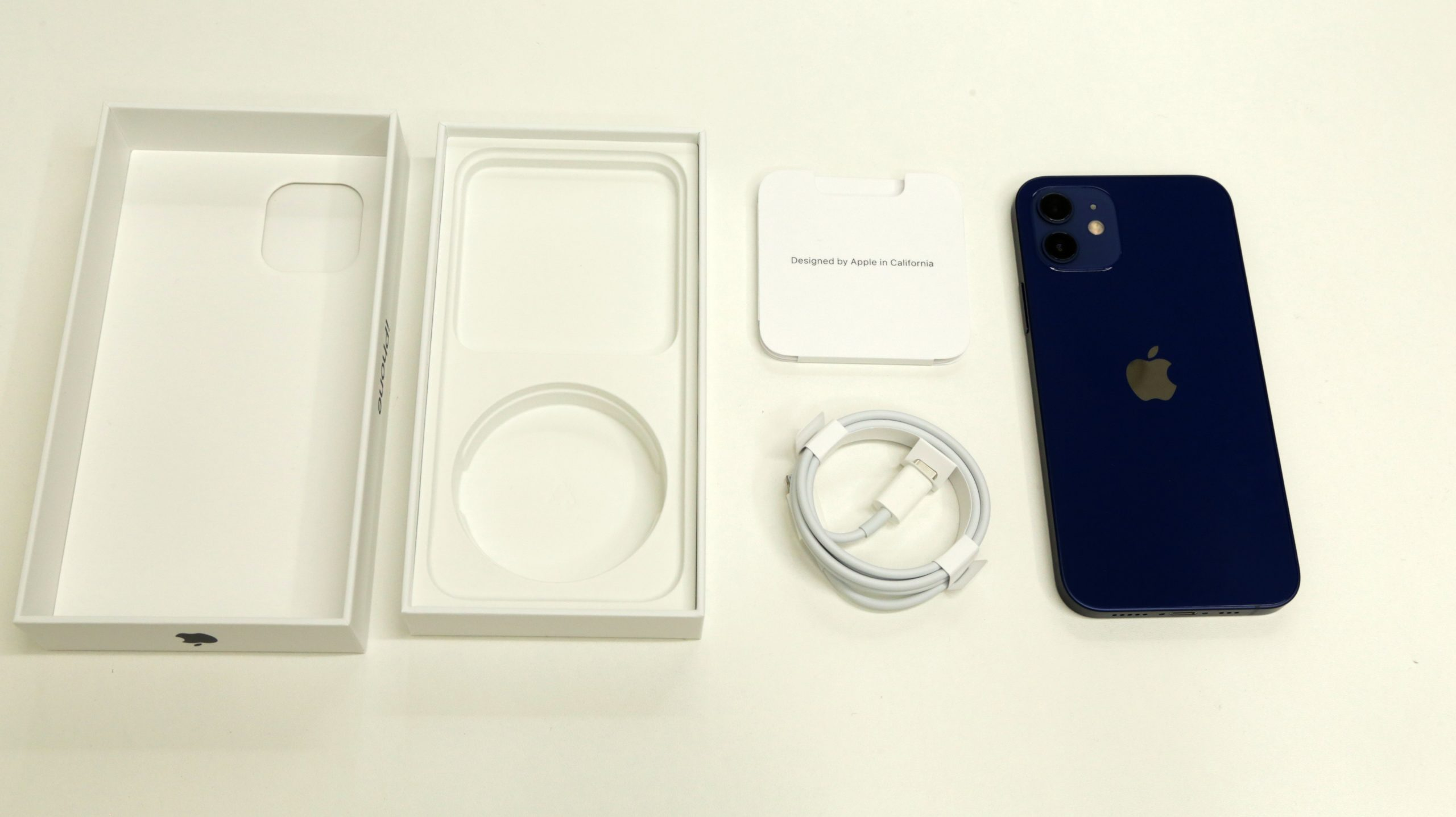 iPhone12に同梱されているもの