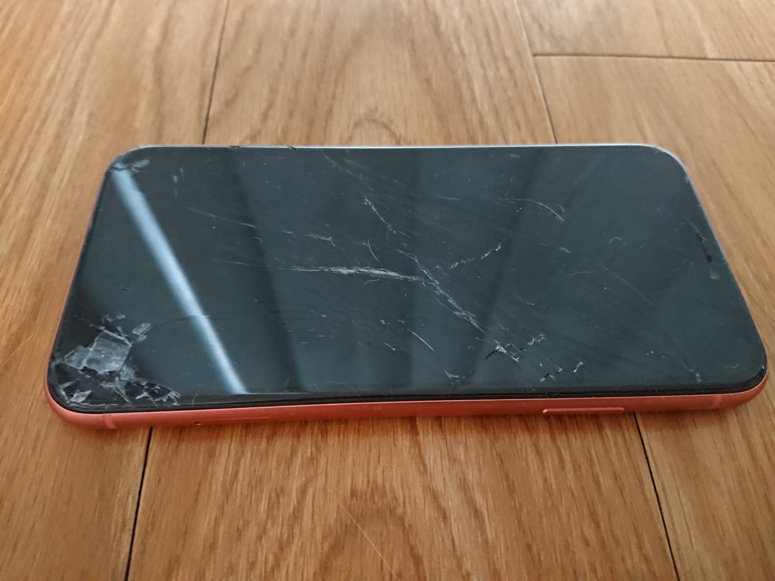 画面割れのiPhone XR