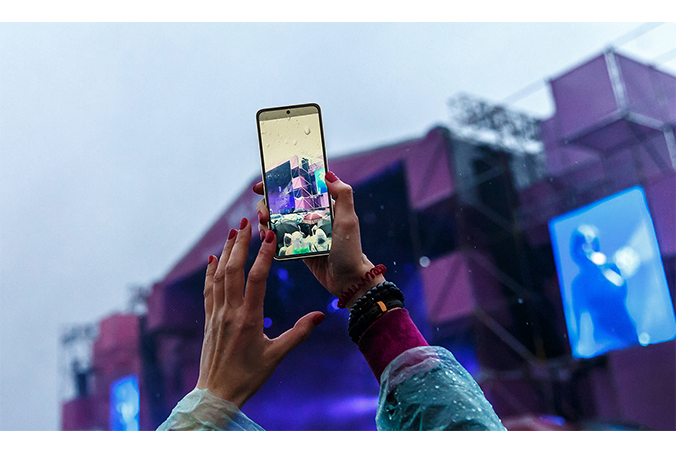 Galaxy Z Flip3 5G メインディスプレイ